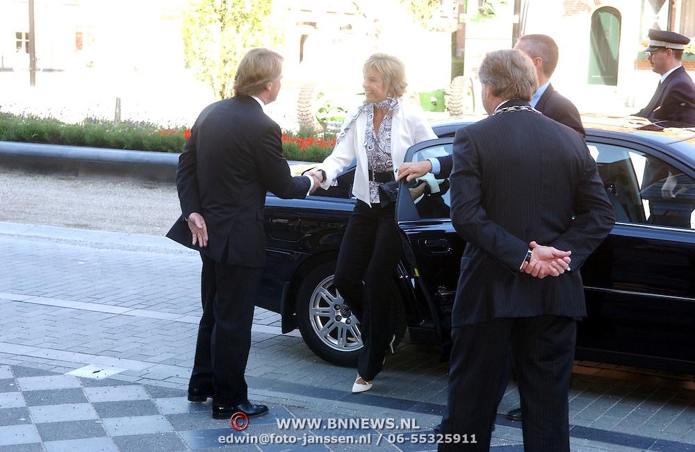 NLD/Utrecht/20050614 - Prinses Laurentien opent Civil Society congres, ontvangst door burgemeester Zeist Boekhoven en Commissaris van de Koninging Utrecht dhr. Boele Staal