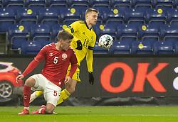 Joakim Mæhle (Danmark) og Mattias Svanberg (Sverige) under venskabskampen mellem Danmark og Sverige den 11. november 2020 på Brøndby Stadion (Foto: Claus Birch).