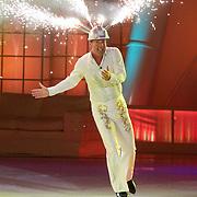 NLD/Ede/20110415 - Finale Sterren Dansen op het IJs 2011, Gerard Joling met vuurwerk helm op