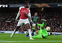 Football - 2018 / 2019 UEFA Europa League - Group E: Arsenal vs. Sporting Lisbon<br /> <br /> Danny Welbeck of Arsenal flicks the ball past goalkeeper, Renan Ribeiro at The Emirates.<br /> <br /> COLORSPORT/ANDREW COWIE