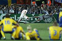 Fotball<br /> Euro 2004<br /> Portugal<br /> 26. juni 2004<br /> Foto: Dppi/Digitalsport<br /> NORWAY ONLY<br /> Kvartfinale<br /> Sverige v Nederland<br /> PENALTY RUUD VAN NISTELROOY (NET) / ANDREAS ISAKSSON (SWE)