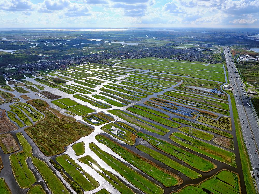Nederland, Noord-Holland, Zaanstad, 07-05-2021; Polder Oostzaan gezien richting Oostzaan en het Twiske. In de voorgrond autosnelweg A8 (Coentunnelweg Zaandam).<br /> Polder Oostzaan seen towards Oostzaan and the Twiske. In the foreground the A8 motorway (Coentunnelweg Zaandam).<br /> <br /> luchtfoto (toeslag op standaard tarieven);<br /> aerial photo (additional fee required)<br /> copyright © 2021 foto/photo Siebe Swart.