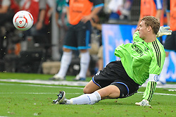 21.08.2010, Imtech Stadion, Hamburg, GER, Hamburger SV  vs Schalke 04 ,  1. FBL 2010  im Bild Torhueter Manuel Neuer (Schalke #01) haelt den Ball. EXPA Pictures © 2010, PhotoCredit: EXPA/ nph/  Witke+++++ ATTENTION - OUT OF GER +++++ / SPORTIDA PHOTO AGENCY