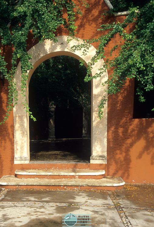 Merida Mexico Arch on Building Merida, Mexico architecture details Merida, Mexico Merida, Mexico