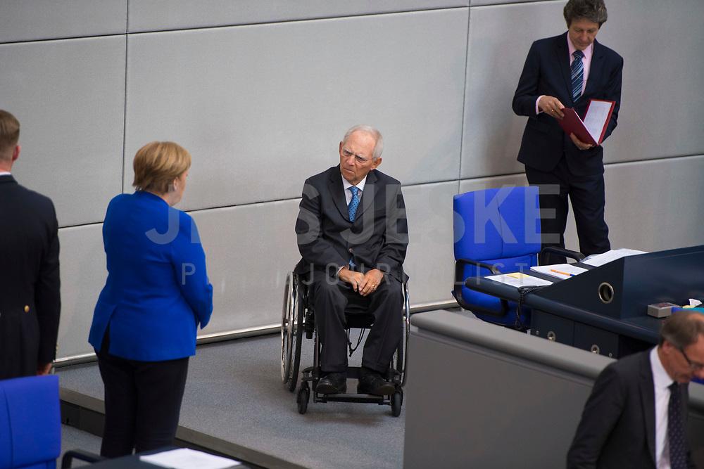 DEU, Deutschland, Germany, Berlin, 13.05.2020: Bundeskanzlerin Dr. Angela Merkel (CDU) und Bundestagspräsident Wolfgang Schäuble (CDU) bei einer Plenarsitzung im Deutschen Bundestag. In der heutigen Fragestunde und Regierungsbefragung beantwort die Kanzlerin Fragen der Abgeordneten.