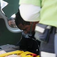 Toluca, Mex.- Bomberos de Toluca trabajan por mas de dos horas para controlar un incendio en una tienda de electrodomésticos (Almacenes Anfora), ubicada en la avenida Juárez del centro de la ciudad de Toluca, tres bomberos resutaron intoxicados siendo atendidos por paramédicos de la Cruz Roja y el SUEM; según versión de los bomberos el siniestro fue por un corto circuito en el almacén subterráneo. Agencia MVT / Arturo Rosales Chávez. (DIGITAL)<br /> <br /> <br /> <br /> NO ARCHIVAR - NO ARCHIVE