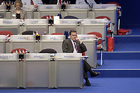 18 NOV 2003, BOCHUM/GERMANY:<br /> Gerhard Schroeder, SPD, Bundeskanzler, SPD Bundesparteitag, Ruhr-Congress-Zentrum<br /> IMAGE: 20031118-01-117<br /> KEYWORDS: Parteitag, party congress, SPD-Bundesparteitag, Gerhard Schröder, einsam
