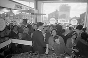 08/07/1965 <br /> 07/08/1965<br /> 08 July 1965<br /> Opening of Powers Supermarket in Ballyfermot.  Eager shoppers flood in as the doors open.