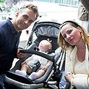 NLD/Amsterdam/20080613 - Verkiezing Beste Pappa van het jaar 2008, Robert Schoemacher, partner Claudia van Zweden met dochter Livia
