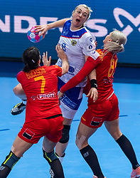14-12-2018 FRA: Women European Handball Championships Russia - Romania, Paris<br /> First semi final Russia - Romania 28 - 22 / Anna Sen #8 of Russia, Eliza Iulia Bucesch #7 of Romania, Laura Chiper #89 of Romania