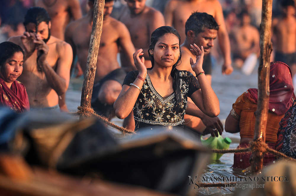 A young devotee bathes in the bank of Sangam to wash sins away.