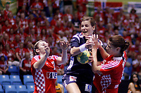 Håndball<br /> VM 2011<br /> Kvartfinale 14.12.2011<br /> Norge v Kroatia<br /> Foto: imago/Digitalsport<br /> NORWAY ONLY<br /> <br /> Ivana Petkovic (CRO), Linn Kristin Riegelhuth