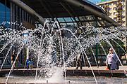 Fontanna na Rondzie gen. Jerzego Ziętka w Katowicach, Polska<br /> Fountain on the Roundabout of General Jerzy Ziętek in Katowice, Poland
