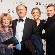 NLD/Amsterdam/20121028 - Inloop premiere nieuwe James Bond film Skyfall , Benno  Leeser met partner Kitty, dochter Deborah en partner