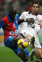 Fotball<br /> Frankrike<br /> Foto: DPPI/Digitalsport<br /> NORWAY ONLY<br /> <br /> FOOTBALL - FRENCH CHAMPIONSHIP 2008/2009 - L1 - SM CAEN v STADE RENNAIS - 06/12/2008 - REMI GOMIS (CA) / CARLOS BOCANEGRA (RE)