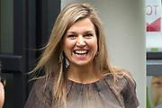 Koningin Maxima brengt werkbezoek aan Instrumentendepot in Amsterdam. Het bezoek vindt plaats in het kader van muziekonderwijs op de basisschool. <br /> <br /> Queen Maxima pays a working visit to Instrument Depot in Amsterdam. The visit takes place in the context of music education in elementary school.<br /> <br /> Op de foto:  Koningin Maxima / Queen Maxima