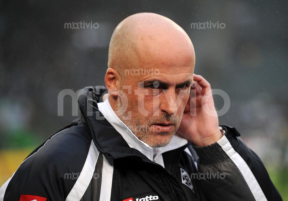 FUSSBALL   1. BUNDESLIGA   SAISON 2010/2010   19. Spieltag Borussia Moenchengladbach - Bayer 04 Leverkusen   23.01.2011 Trainer Michael FRONTZECK (Moenchengladbach) enttaeuscht