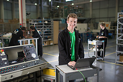O técnico em mecatrônica Henrique Baron, na Automatus Engenharia, em Caxias do Sul -RS. Henrique trabalha programando eletronicamente diferentes tipos de máquinas na sala de engenharia. FOTO: Jefferson Bernardes/ Agência Preview