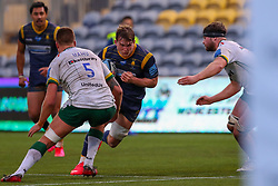 Ted Hill of Worcester Warriors charges towards the posts - Mandatory by-line: Nick Browning/JMP - 21/11/2020 - RUGBY - Sixways Stadium - Worcester, England - Worcester Warriors v London Irish - Gallagher Premiership Rugby