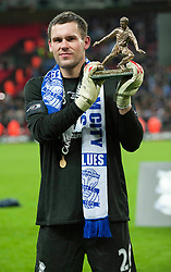 27.02.2011, Wembley Stadium, London, ENG, Carling Cup, Finale, Arsenal FC vs Birmingham City, im Bild Birmingham City's Ben Foster with his Man of the Match Trophy during the Football League Cup Final match at Wembley Stadium, EXPA Pictures © 2011, PhotoCredit: EXPA/ Propaganda/ Gareth Davies *** ATTENTION *** UK OUT!