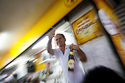 Belo Horizonte_MG, Brasil...80 anos do Mercado Central. Na foto, garcom servindo cerveja...80 years of Mercado Central. In this photo, waiter serving beer...Foto: LEO DRUMOND / NITRO