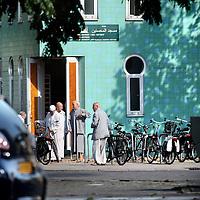 Nederland, Amsterdam , 12 september 2014.<br /> El Mousshine, oftewel de Groene Moskee op de hoek Meeuwenlaan-Valkenweg in Amsterdam Noord, waar een Syrier ganger die onlangs is gesneuveld regelmatig kwam voor zijn vertrek.<br /> Foto:Jean-Pierre Jans