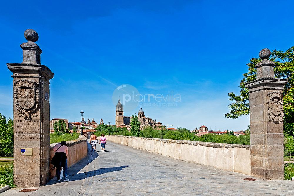 Puente romano con la Catedral de Salamanca al fondo ©Country Sessions / PILAR REVILLA