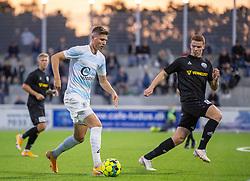 Frederik Juul Christensen (FC Helsingør) følges af Zander Hyltoft (Vendsyssel FF) under kampen i 1. Division mellem FC Helsingør og Vendsyssel FF den 18. september 2020 på Helsingør Stadion (Foto: Claus Birch).