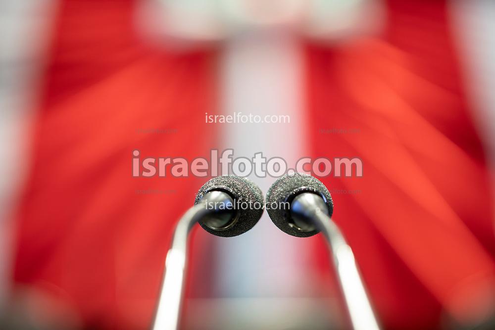 28 de agosto de 2020. Ciudad de México. Micrófonos en el púlpito en el pleno de la cámara de diputados.  /  Pulpit microphones in the plenary hall fo the deputies chamber