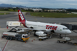 November 1, 2018 - Curitiba, Brazil - CURITIBA, PR - 01.11.2018: AEROPORTO AFONSO PENA - TAM plane prepares to take off at Afonso Pena International Airport in Curitiba. (Credit Image: © Henry Milleo/Fotoarena via ZUMA Press)