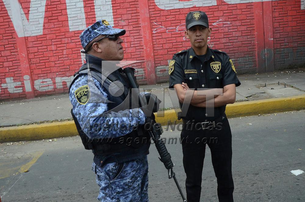 Toluca, México (Abril 22, 2016).- La Comisión Estatal de Seguridad Ciudadana (CESC), monto operativos en diferentes vialidades del Estado de México, después del asesinato del alcalde de Santa Ana Jilotzingo.  Agencia MVT / José Hernández