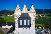 France, Pyrénées-Atlantiques (64), Pays Basque, Undurein, église avec clocher trinitaire ou clocher souletin // France, Pyrénées-Atlantiques (64), Basque Country, Undurein, church with Trinitarian bell tower or Souletin bell tower