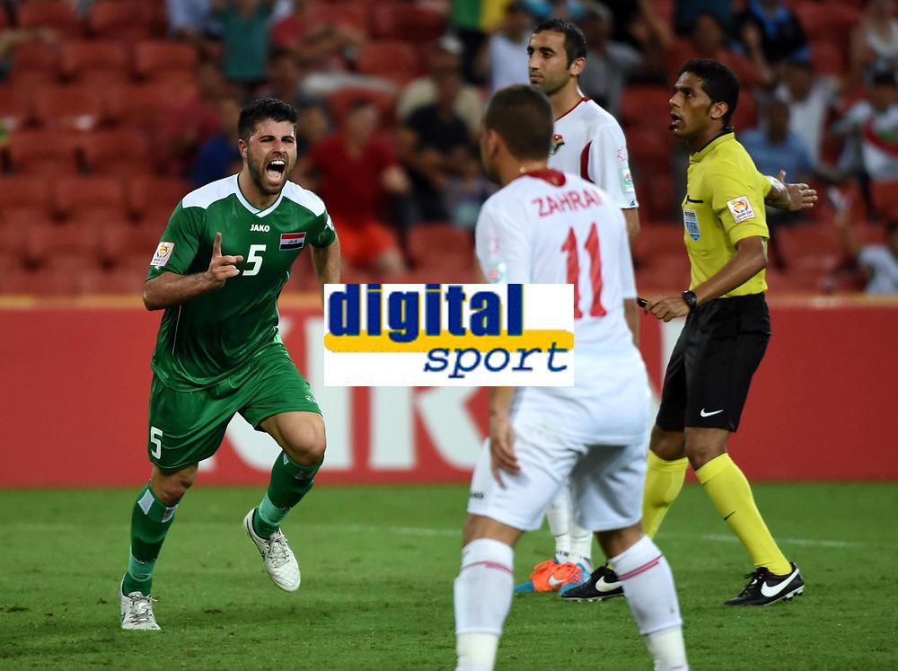 Fotball<br /> 12.01.2015<br /> Asian Cup / Asiamesterskapet<br /> Irak v Jordan<br /> Foto: imago/Digitalsport<br /> NORWAY ONLY<br /> <br /> Yaser Safa Kasim (L) of Iraq celebrates his goal during a Group D match against Jordan at the AFC Asian Cup in Brisbane