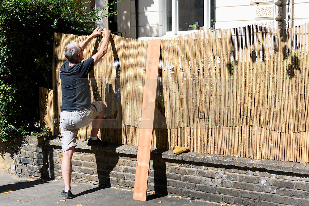 © Licensed to London News Pictures. 26/08/2016.  A man boards up a residential property in Notting Hill ahead of the annual Notting Hill Carnival which starts this bank holiday weekend.  London, UK. Photo credit: Ray Tang/LNP
