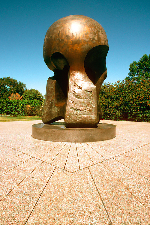 CHICAGO, SCULPTURE Henry Moore's 'Nuclear Energy'