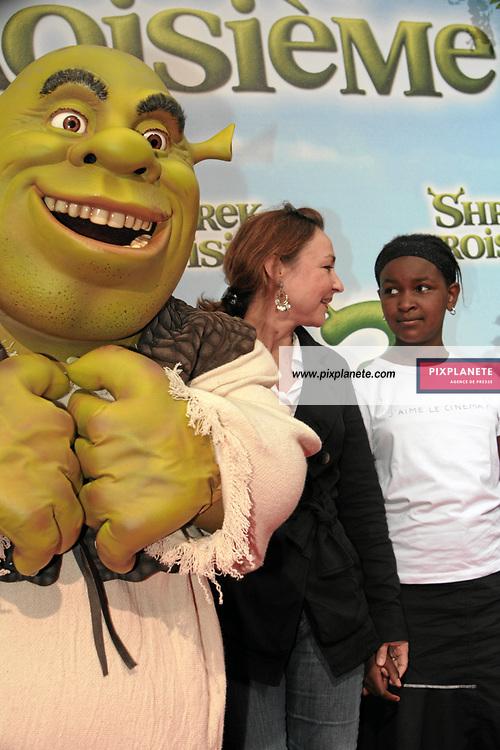Shrek - Catherine Frot et sa fille Suzanne - Avant Première à Paris du troisième volet de Shrek - 7/6/2007 - JSB / PixPlanete