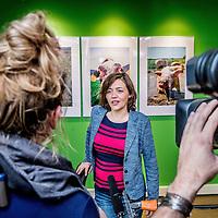 Nederland, Amsterdam, 30 maart 2016.<br /> Cameraploeg van Vara Kassa filmt Wakker dier n.a.v. nieuwe  campagne.<br /> Op de foto: camerateam van Vara Kassa interviewt Hanneke van Ormondt, manager campagneteam.<br /> <br /> <br /> <br /> Foto: Jean-Pierre Jans
