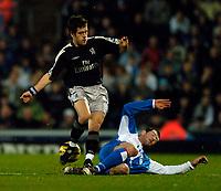 Fotball<br /> England 2004/2005<br /> Foto: SBI/Digitalsport<br /> NORWAY ONLY<br /> <br /> Blackburn Rovers v Chelsea, Barclays Premiership, 02/02/2005.<br /> <br /> Chelsea's Joe Cole (L) is the subject of a robust challenge from Blackburn's Brett Emerton