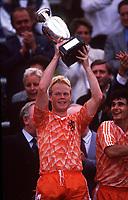 Fotball<br /> EM-sluttspillet 1988<br /> Nederland v Russland<br /> Foto: Digitalsport<br /> Norway Only<br /> Ronald Koeman, Nederland, jubler for finaleseier