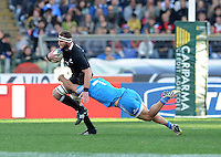 Rome, Italy -In the photo Favaro plaque Retallik  during .Olympic stadium in Rome Rugby test match Cariparma.Italy vs New Zealand (All Blacks). (Credit Image: © Gilberto Carbonari).