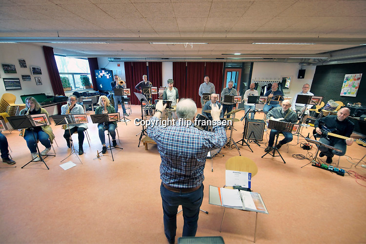 Nederland, Beek, 12-1-2020De Grensland, grenszland Band repeteert in het Kulturhus. Het is een muziekgroep gevormd uit muzikanten uit de grensregio met Duitsland . Foto: Flip Franssen