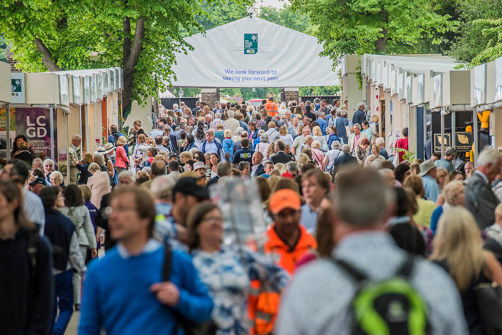The Eastern Avenue crowds - The Chelsea Flower Show organised by the Royal Horticultural Society with M&G as its MAIN sponsor for the final year. London 23 May, 2017