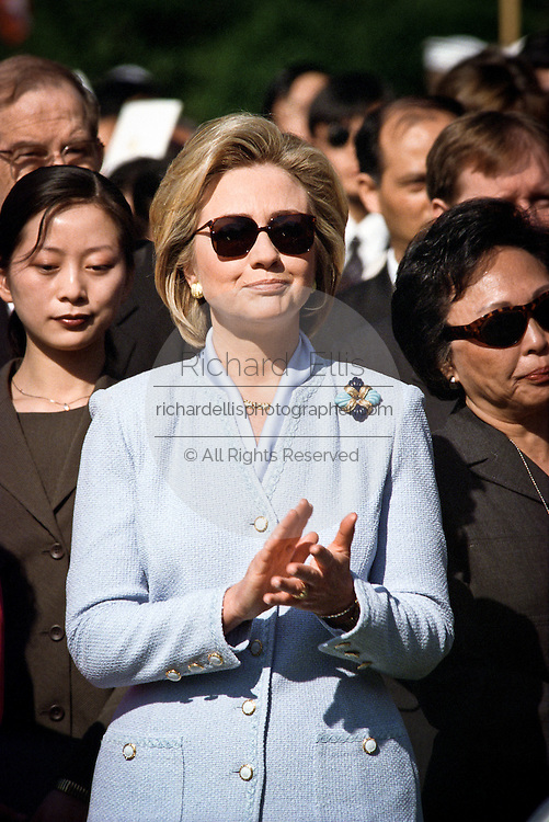US First lady Hillary Clinton in sunglasses during the official arrival ceremony at the White House April 8, 1999 in Washington D.C.