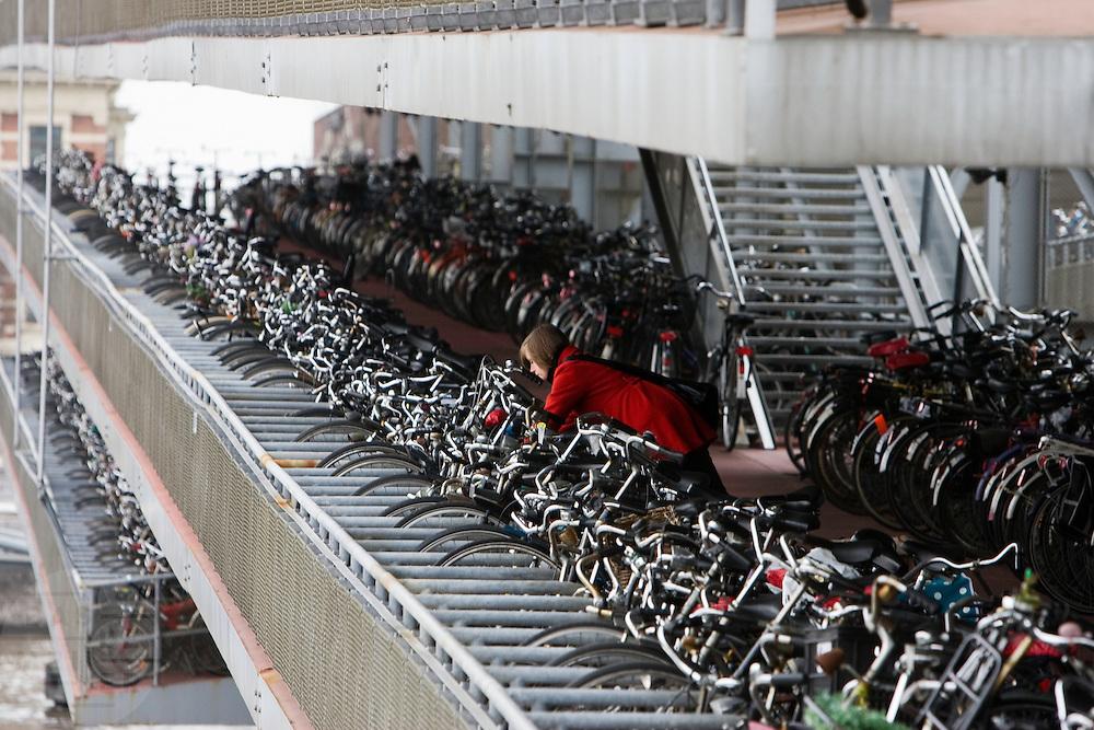 De bewaakte fietsenstalling bij station Amsterdam