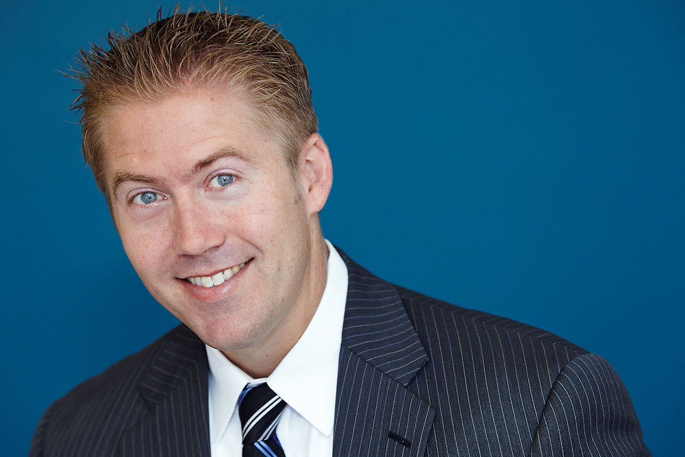 Headshots that make you look great even if you hate having your picture taken, in Studio or on location in San Diego.
