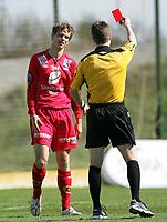 Fotball<br /> La Manga 2006<br /> 20.02.2006<br /> Brann v KR Reykjavik<br /> Foto: Morten Olsen, Digitalsport<br /> <br /> Erlend Hanstveit får rødt kort av dommer Brage Sandmoen