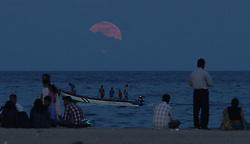 CHENNAI, Nov. 15, 2016 (Xinhua) -- People watch the rising ''supermoon'' at Marina Beach in Chennai, Indian southeastern state of Tamil Nadu, Nov. 14, 2016. (Xinhua/Stringer).****Authorized by ytfs* (Credit Image: © Stringer/Xinhua via ZUMA Wire)