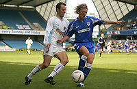 Fotball<br /> England 2004/2005<br /> Foto: SBI/Digitalsport<br /> NORWAY ONLY<br /> <br /> Millwall V Burnley<br /> Coca-Cola Championship<br /> The Den.<br /> 08/05/2005<br /> <br /> Millwall's Darren Wared and Burnley's Graham Branch run with the ball.