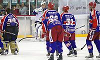 Ishockey ,  <br /> GET-ligaen ,  <br /> Jordal Amfi , <br /> 21.01.2010<br /> Vålerenga v Sparta , <br /> Keeper Phil Osaer depper for tap, mens Vålerenga kan slippe jubelen løs , <br /> Foto: Thomas Andersen ,
