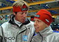 Skøyter: Verdenscup Heerenveen 13.01.2002. Geir Karlstad og Kjell Storelid.<br /><br />Foto: Ronald Hoogendoorn, Digitalsport